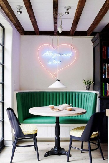 how-to-find-the-right-neon-art-for-your-home-1805602-1465937393.640x0c_1024x1024